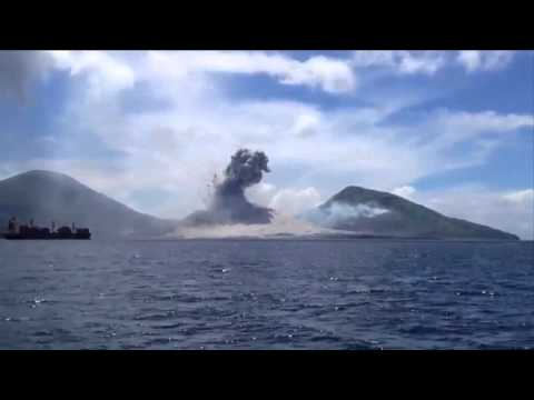 Real UFO Caught on Camera Over New Guinea   UFO Sightings 2015   Real UFO Footage
