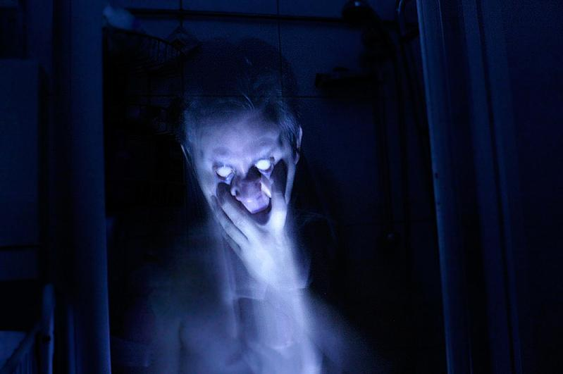 6 Most Convincing Ghost Images Ever Captured New Image